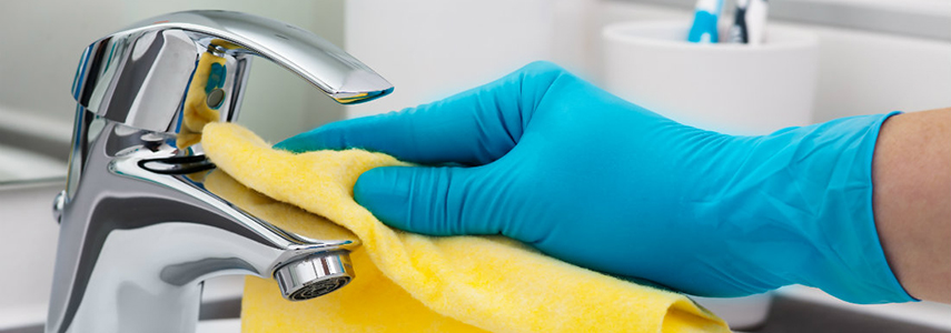 Cách làm sạch thiết bị phòng tắm đơn giản mà hiệu quả