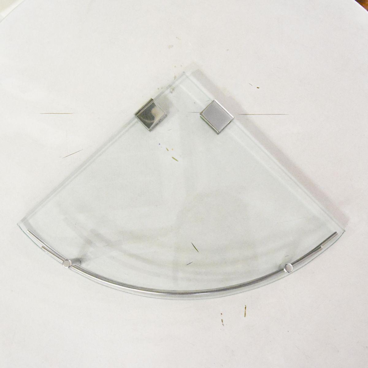 Kệ kính góc Outlet 01 là sản phẩm thiết bị vệ sinh outlet, xả kho, thanh lý một số mặt hàng trưng bày, giá khuyến mãi cực kỳ hấp dẫn, đến ngay showroom Hita tại Tphcm