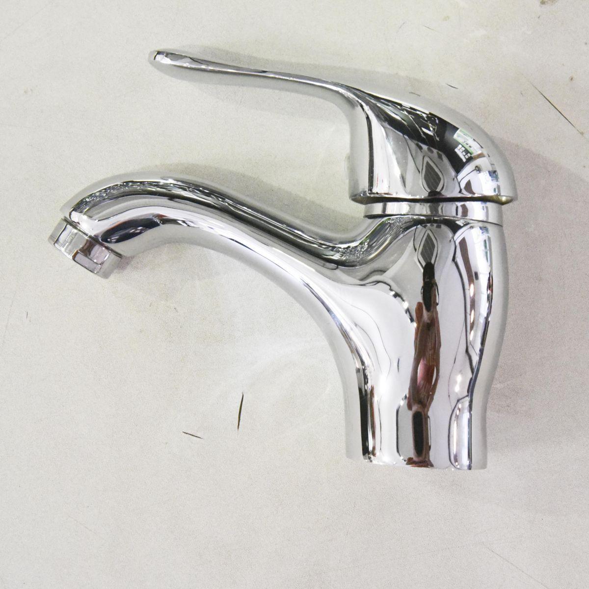 Vòi chậu lavabo Outlet 02 là sản phẩm thiết bị vệ sinh outlet, xả kho, thanh lý một số mặt hàng trưng bày, giá khuyến mãi cực kỳ hấp dẫn, đến ngay showroom Hita tại Tphcm