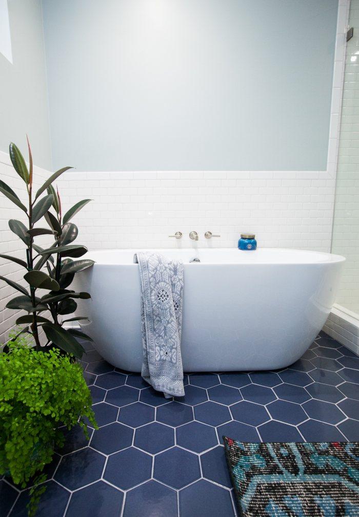 Image result for nhà tắm gạch inax cây cối